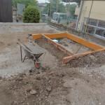 高崎市の大乗寺様にて、移転墓所の基礎工事をしています。