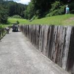安中市のゴルフ場にて、自然石の擁壁工事のお見積りです。