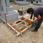 今日は、群馬県北群馬郡吉岡町漆原にて、お墓の基礎工事です。