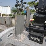 今日は、伊勢崎市の田中共同墓地にて墓誌(過去碑)の取り付けをしています。