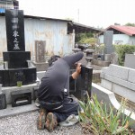 今日は前橋市後家町にて、お墓の追加戒名彫り工事です。