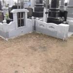 高崎市の金剛寺様にて、桔梗の花柄を彫刻した耐震洋型墓石が完成しました。