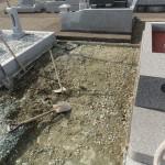 墓地の草退治にお困りの方、防草シートしませんか、高崎市 福島町での施行例。