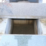 高崎市倉賀野町で、納骨室に石棚を付けました。