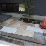 吉岡町にてお庭に使われている敷石の錆落としです。