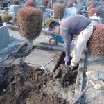高崎市営八幡霊園の返還墓地にて、お墓を施工中です。