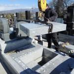 今日は、吉岡町でお墓の新規墓石工事の耐震施工です。