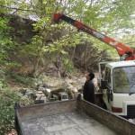今日は、埼玉県小鹿野町にて、解体された墓石の引き取り作業です。