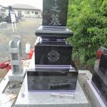 今日は、高崎市の寺院墓地にて、新規墓石工事の仕上げです。