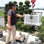 今日は、群馬県の東吾妻町で、新規墓石工事です。