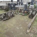 群馬県高崎市金古町にて、古いお石塔の整理と、新しいお墓の工事です。