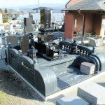 渋川市中郷にて、花柄彫刻入りの和型墓石完成です。