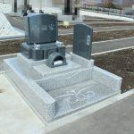 高崎市営八幡霊園64区にて、シンプルな洋型墓石が完成しましたのでご紹介いたします。