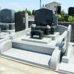 群馬県安中市鷺宮の五ケ西墓地にて、インド産御影石を使った洋型墓石が完成しましたのでご紹介いたします。
