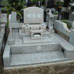 前橋市元総社町の昌楽寺様にて、一人掛けベンチのある、ピンク色洋型墓石を建てさせていただきました。