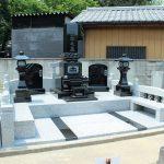 前橋市元総社町の徳蔵寺様にて、黒御影石で伝統的な和型墓石が完成しましたのでご紹介いたします。