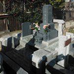 前橋市東片貝町にて、グレー御影石の和型墓石のみを建てさせていただきました。故人が生前、お墓の土台だけ作っていたようです。