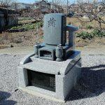 北群馬郡吉岡町大字漆原のよしおか墓苑にて、およそ1m×1mの大きさの和洋型墓石が完成しました。小さい区画でも、お骨の数は10ケ前後納骨できますし、お墓じまい工事の費用も少なくて済みます。