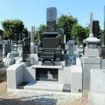 高崎市浜川町の来迎寺様にて、故人が大好きだったネコや猫の足跡を彫刻した、和風墓石が完成しましたのでご紹介いたします。しかも、バリアフリー設計でお墓参りもらくらくです。