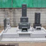 群馬県高崎市下豊岡町の薬王寺様にて、お墓の解体、撤去をした後、シンプルな和型墓石を建てさせていただきました。大切な旧墓石も、新しいお墓に綺麗に並べました。
